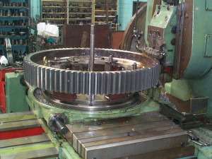 Cutting a large spur gear at Gear Design & Service Pty Ltd
